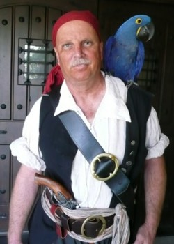A parrot show entertainer for parrot shows in California for Pirates for Parties.com