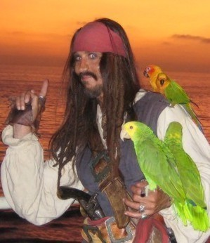 picture of a  Jack Sparrow impersonator? Or is it America's favorite pirate with a parrot, Captain Parrot Jack?